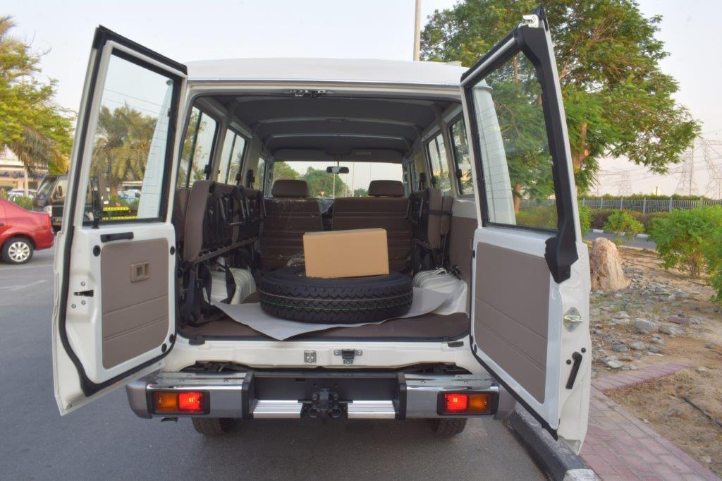 TOYOTA LC78 HARDTOP V6 4.0L PETROL MT back door open