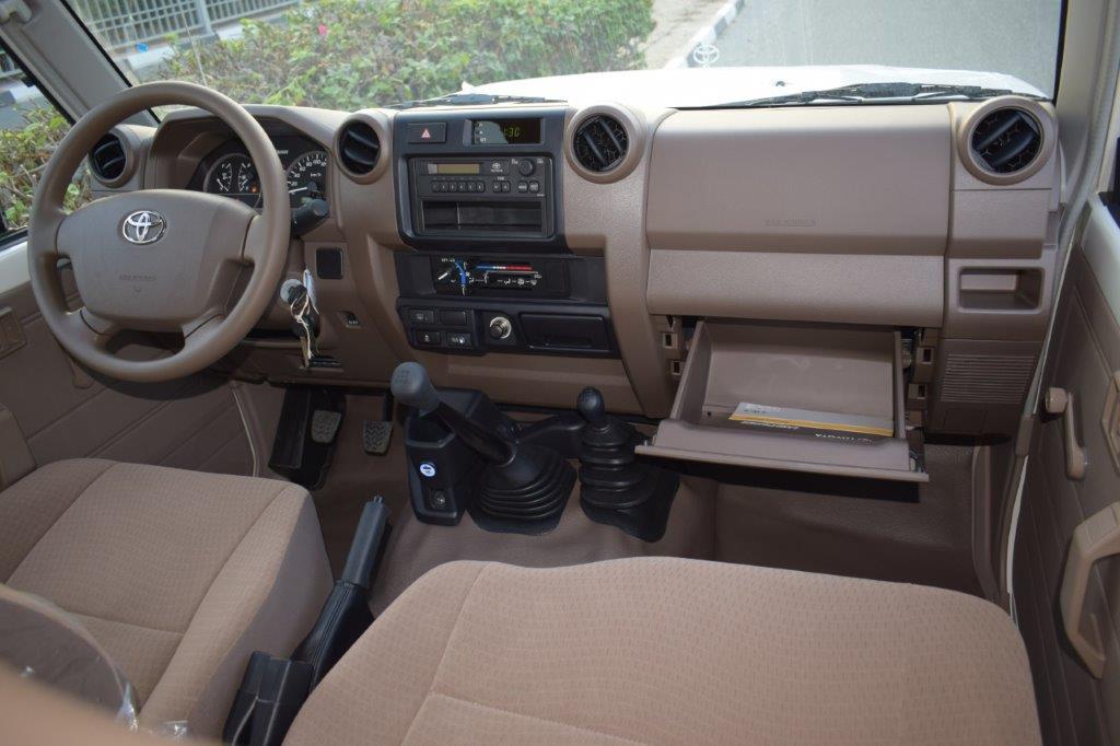 TOYOTA LC78 HARDTOP V6 4.0L PETROL MT Dashboard