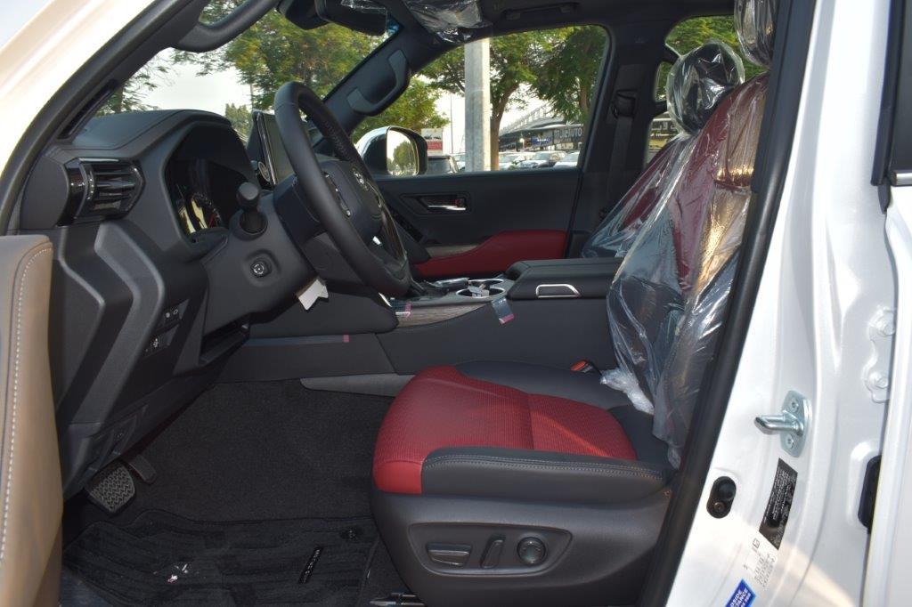 TOYOTA LAND CRUISER 300 VXR V6 3.5L TWIN TURBO AT interior