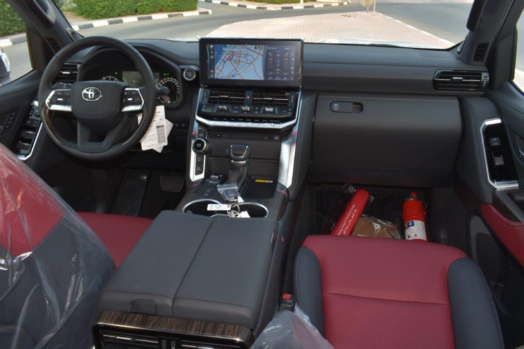 TOYOTA LAND CRUISER 300 VXR V6 3.5L TWIN TURBO AT dashboard view
