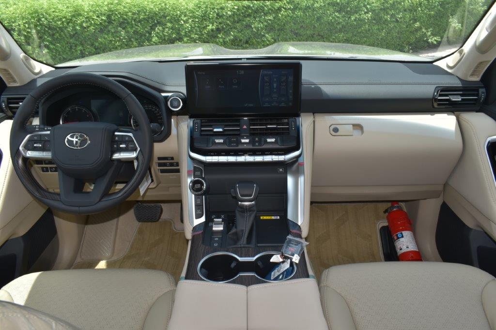TOYOTA LAND CRUISER 300 VXE V6 3.5L TWIN TURBO AT Dashboard