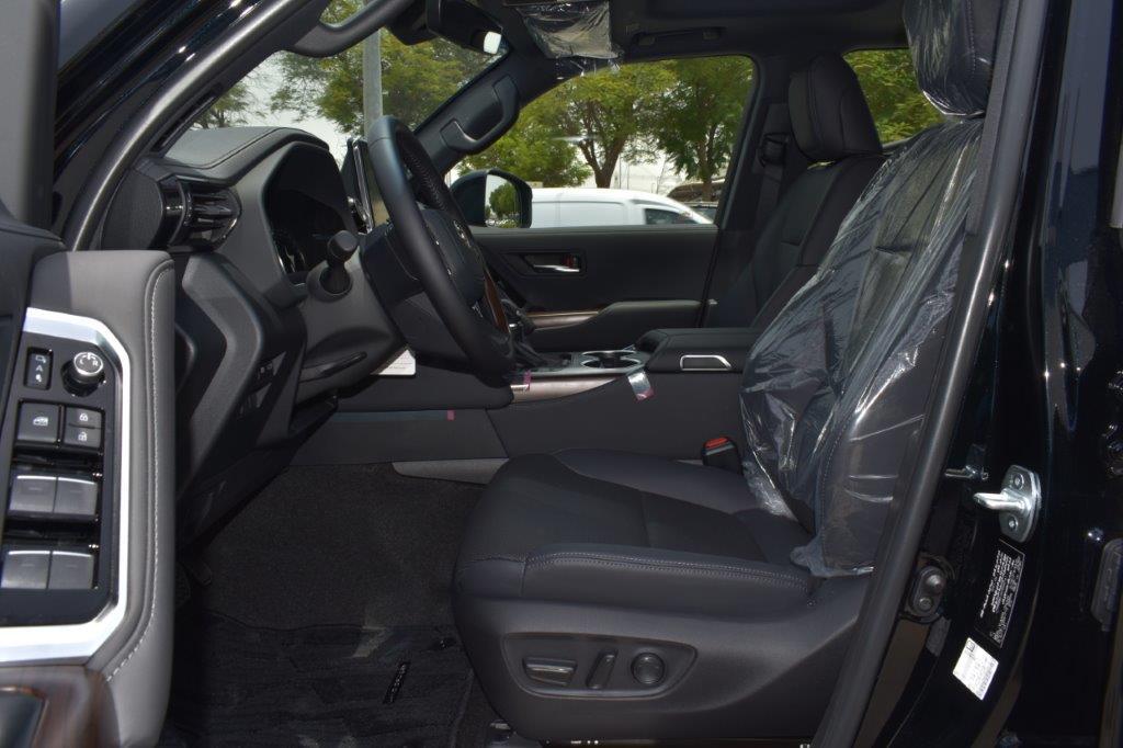 TOYOTA LAND CRUISER 300 GXR Front seat