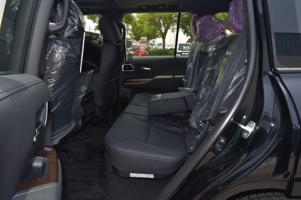 TOYOTA LAND CRUISER 300 GXR Back seat