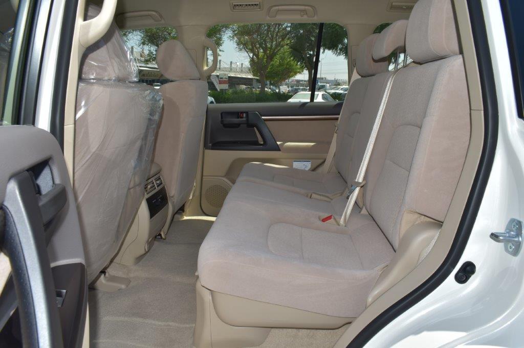 TOYOTA LC200 GX R V8 4.6L PETROL AT back seat