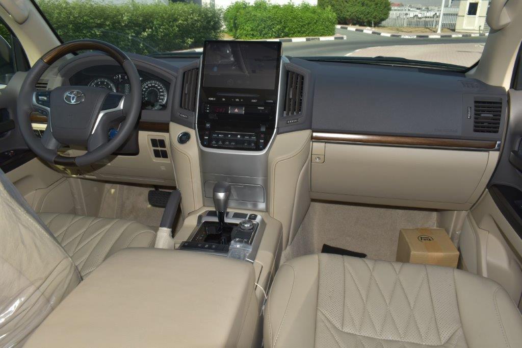 TOYOTA LAND CRUISER 200 interior view