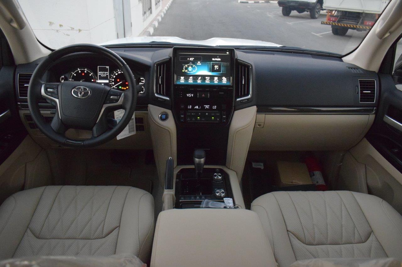 TOYOTA LAND CRUISER 200 GX-R Dashboard view