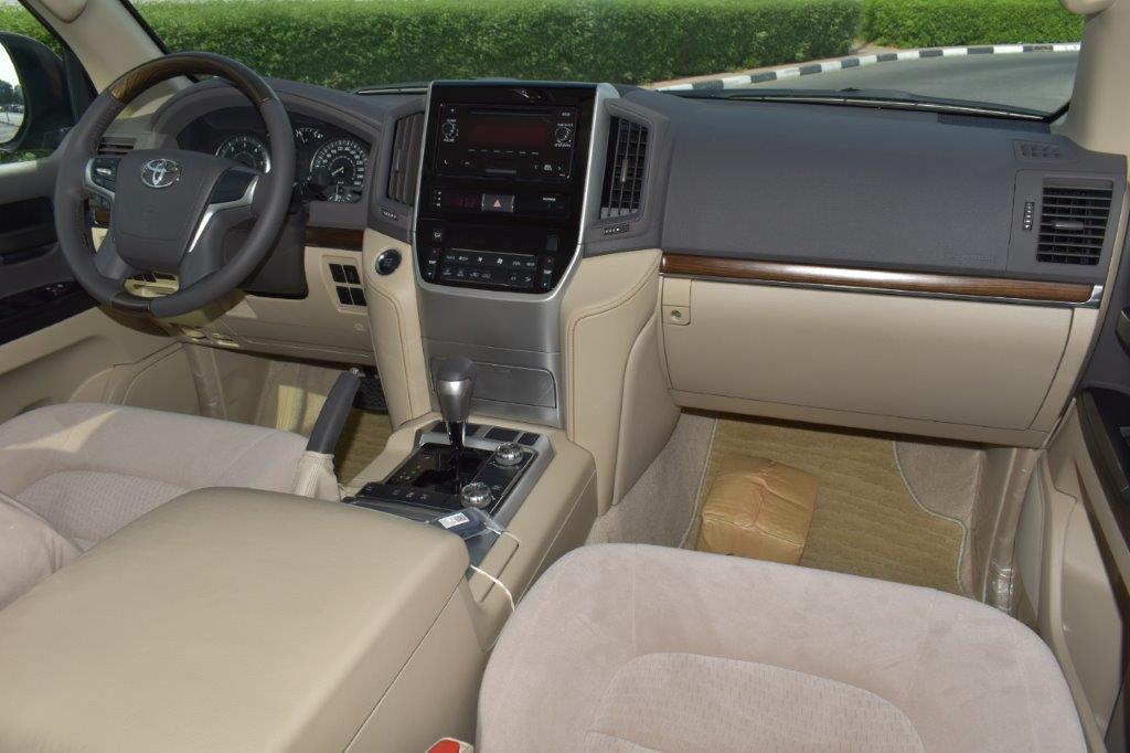 TOYOTA LAND CRUISER 200 GX R Front seat view