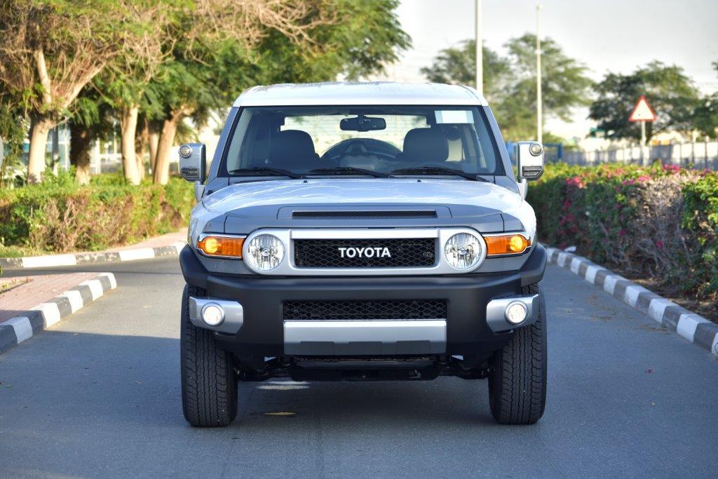 TOYOTA FJ CRUISER Front full view
