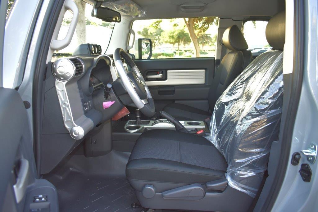 TOYOTA FJ CRUISER Front seat view