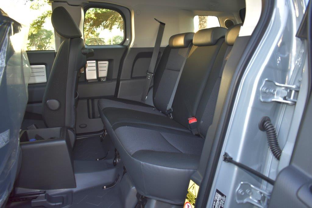 TOYOTA FJ CRUISER Backseat view