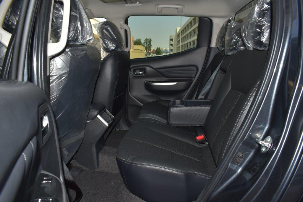 MITSUBISHI L200 SPORTERO GLS PREMIUM PICKUP back seat view