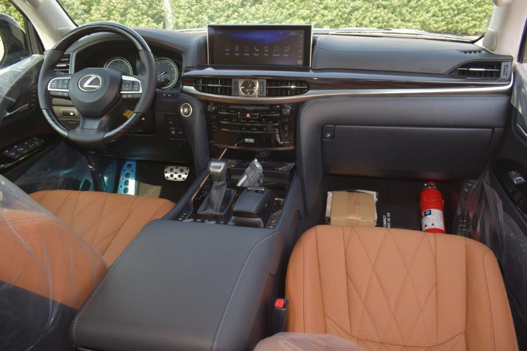LEXUS LX570 V8 5.7L AT BLACK EDITION Front seat car