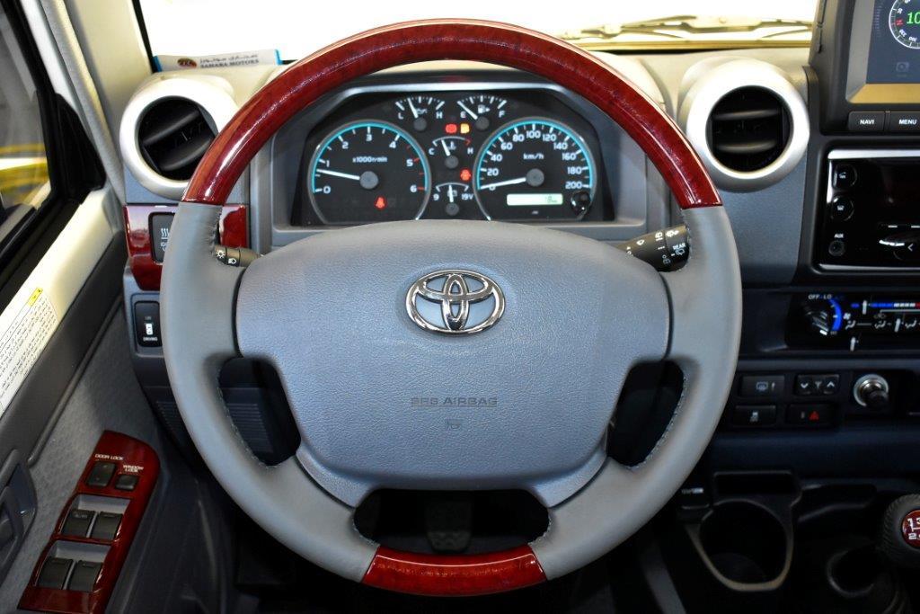TOYOTA LC76 HARDTOP LX DLX V8 4.5 MT SAHARA EDITION 2021