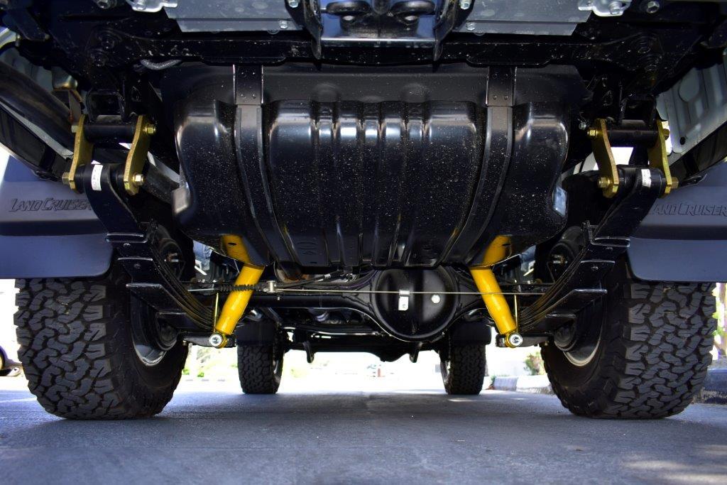 Buy TOYOTA LC76 HARDTOP LX DLX V8 4.5 MT SAHARA EDITION