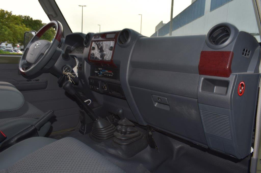 TOYOTA LANDCRUISER 78 HARDTOP SPECIAL V8 4.5L MT