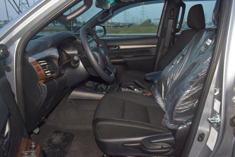 Hilux adventure manual front seat 2.8l image