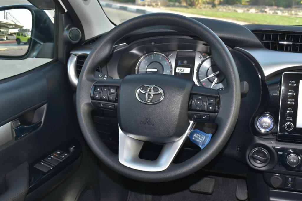 Hilux Revo automatic front view 2.8l image