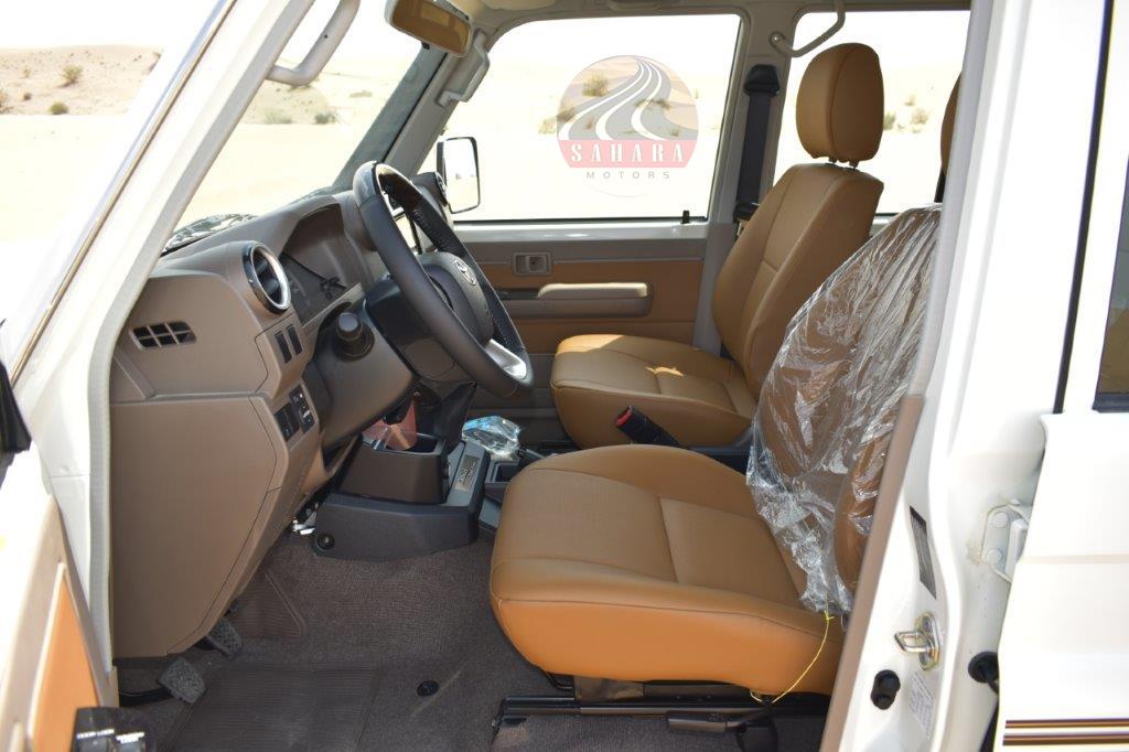 2022 toyota hardtop / wagon diesel interior front seat image
