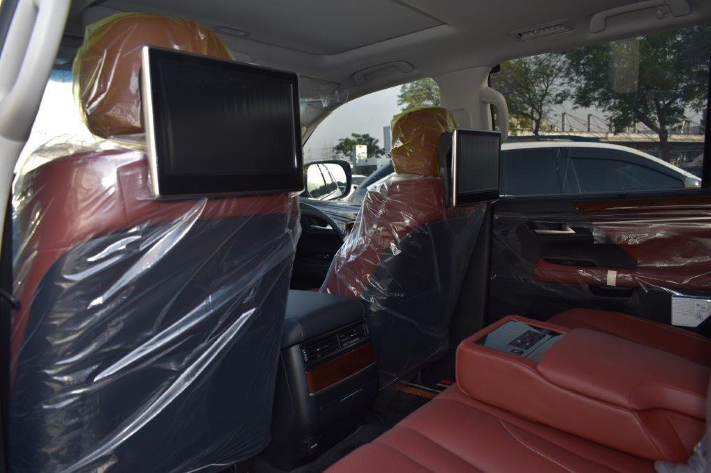 LEXUS LX450D BACK SEAT IMAGE