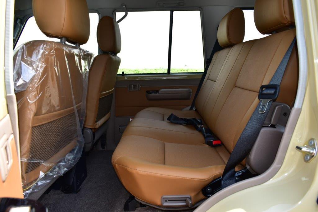 LC 76 HT 4.0L REAR SEAT IMAGE